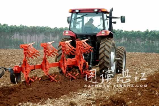 液压翻转犁 湛江农垦丰收公司被确定为首批全国农业机械化